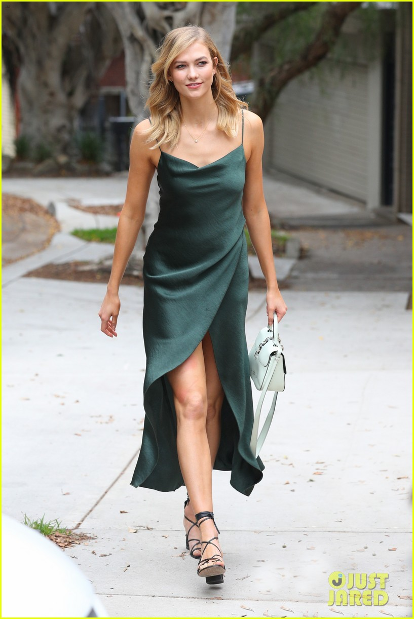 Karlie Kloss Shows Off Her Amazing Style While In Australia Photo