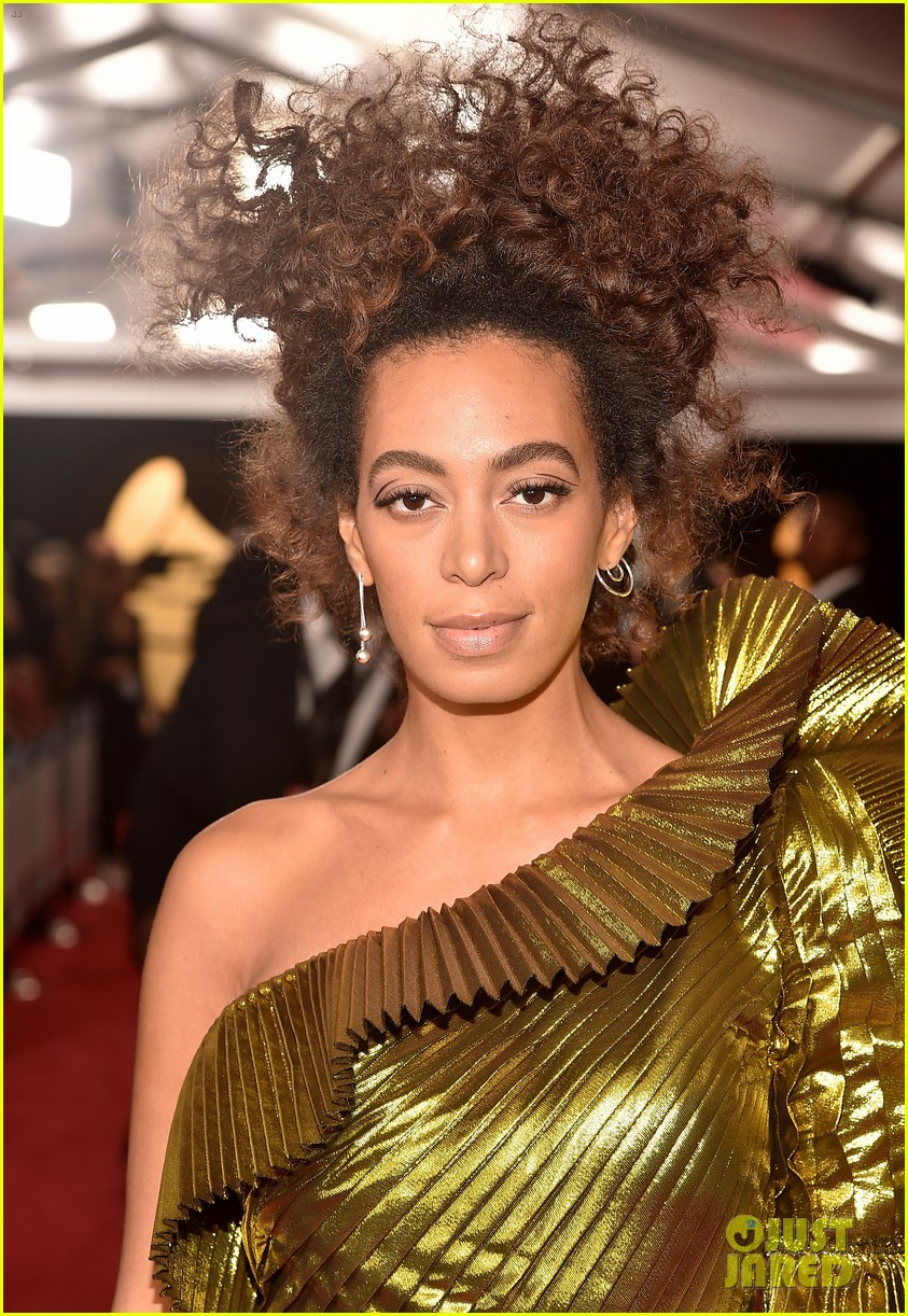 solange knowles grammys 2017 red carpet 023858276