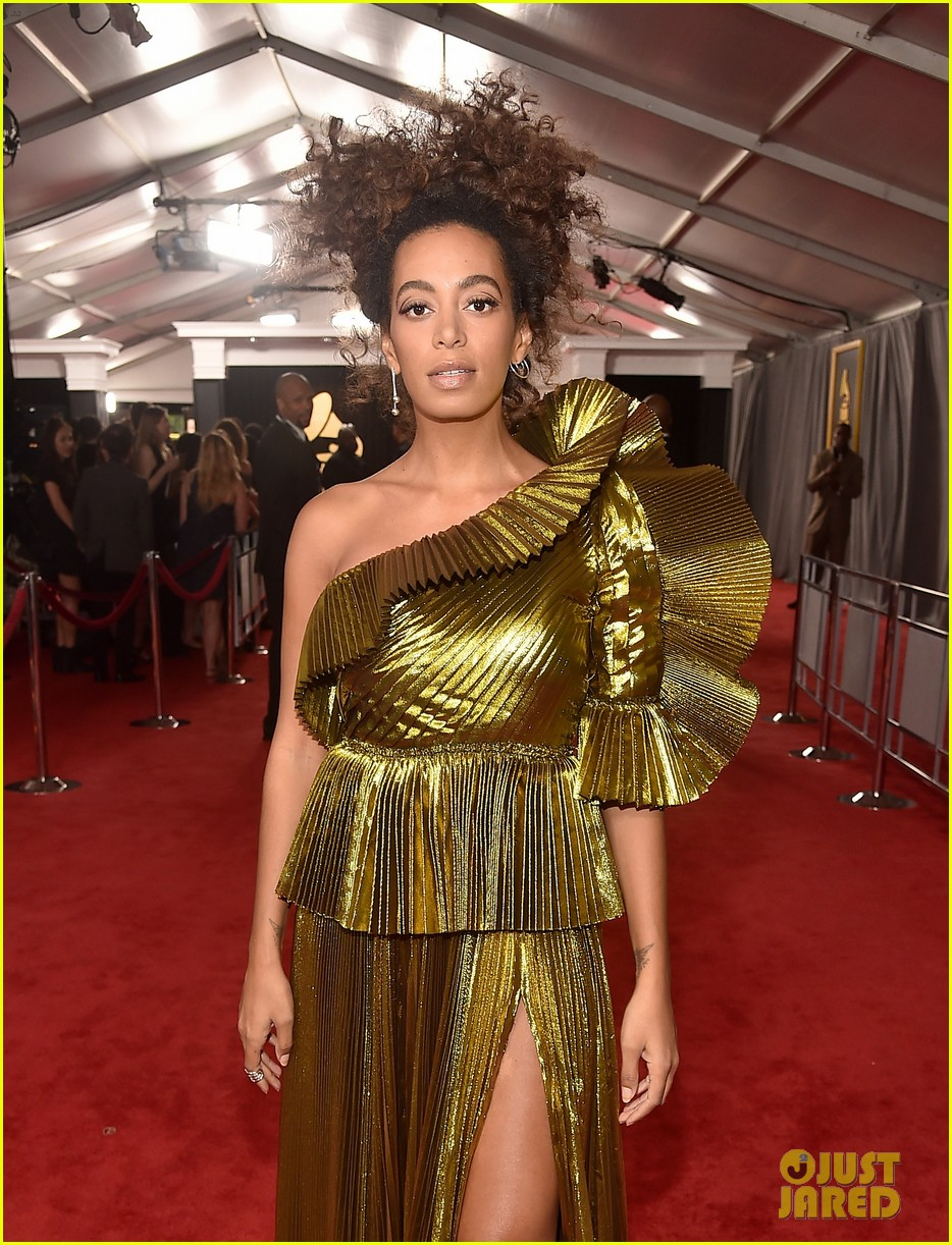 solange knowles grammys 2017 red carpet 033858277