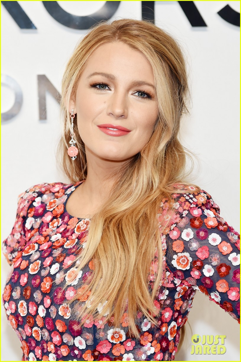 blake lively celebrated valentines day early with ryan reynolds 213860651
