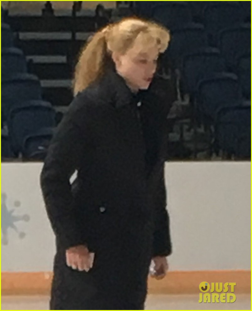 Margot Robbie Hits The Ice In New I Tonya Set Photos Photo
