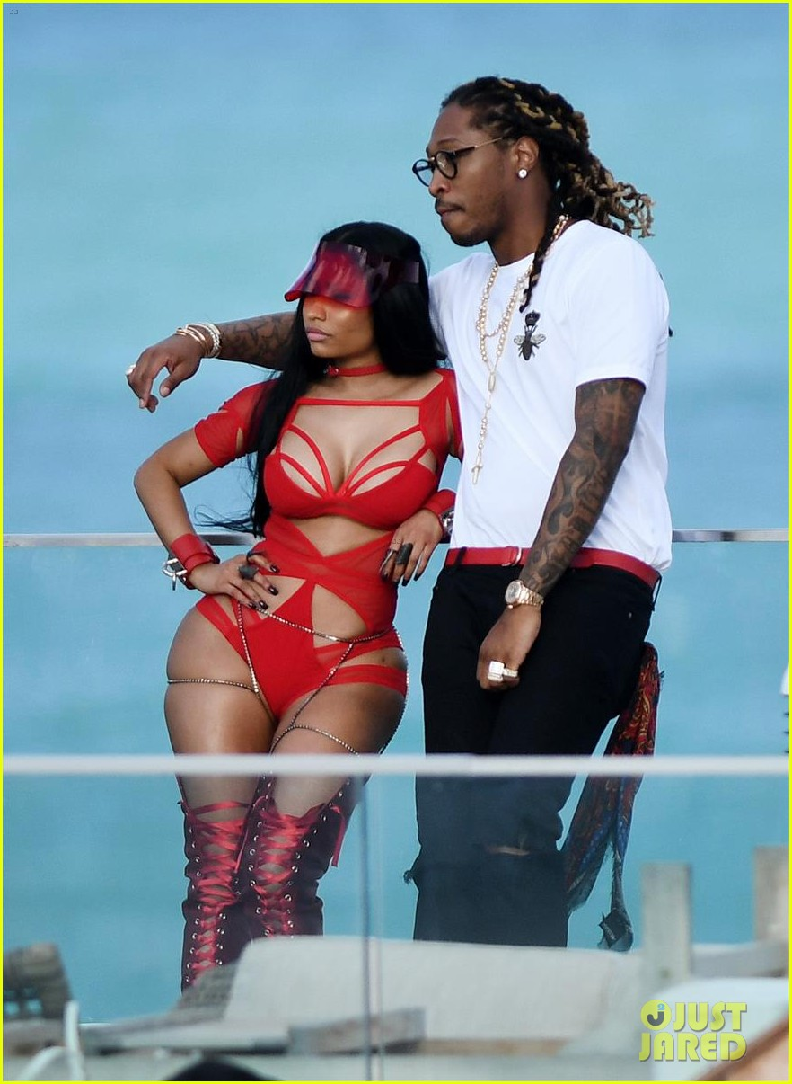 Minaj Nicki bathing suit tmz pictures