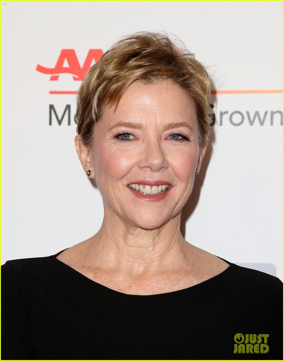 ruth neggas loving isabelle hupperts elle win big at aarps movies for grownups awards 153854694