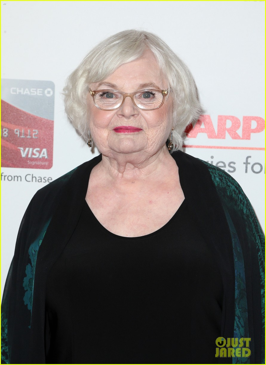 ruth neggas loving isabelle hupperts elle win big at aarps movies for grownups awards 163854695