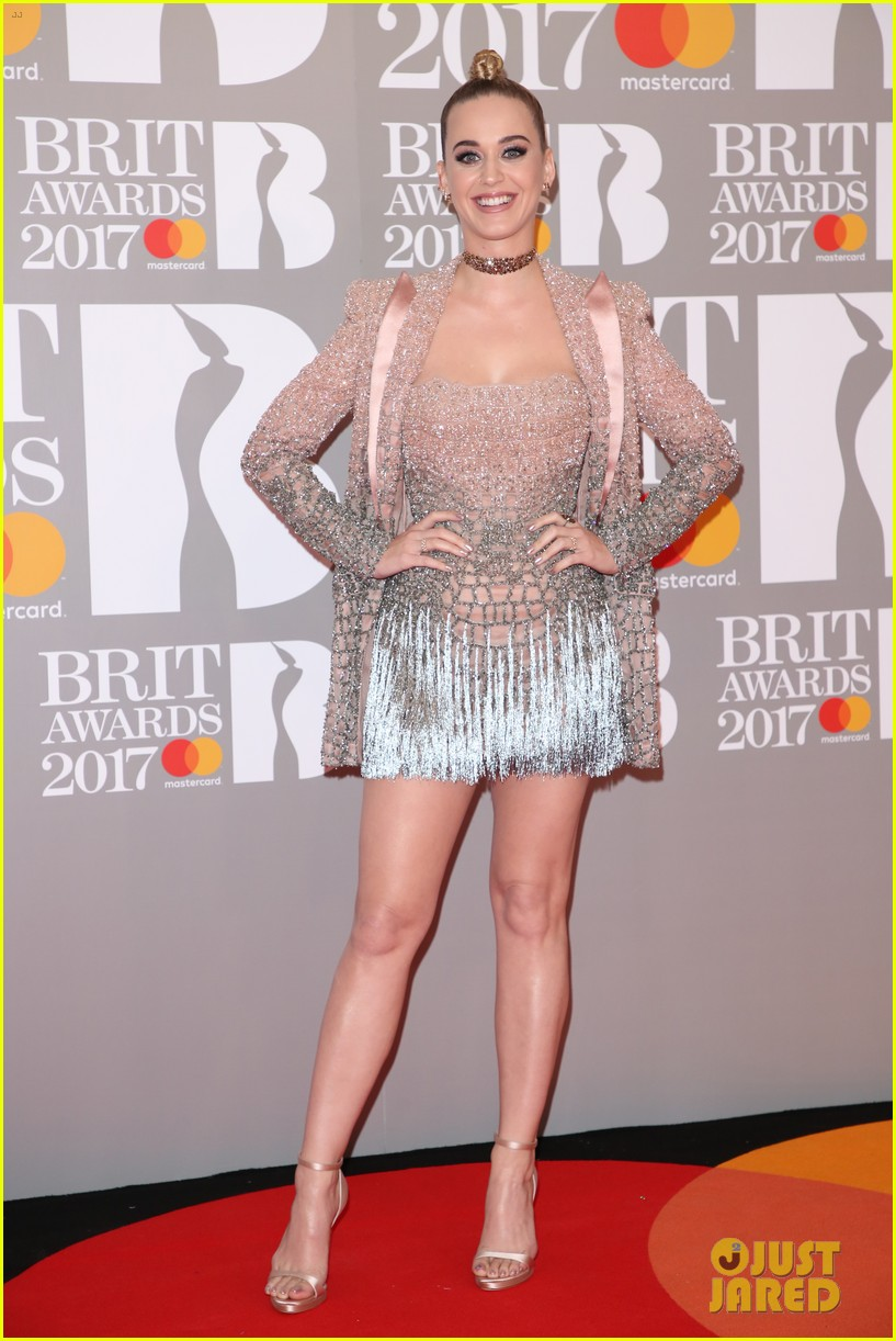 katy perry brit awards 2017 red carpet 013863919