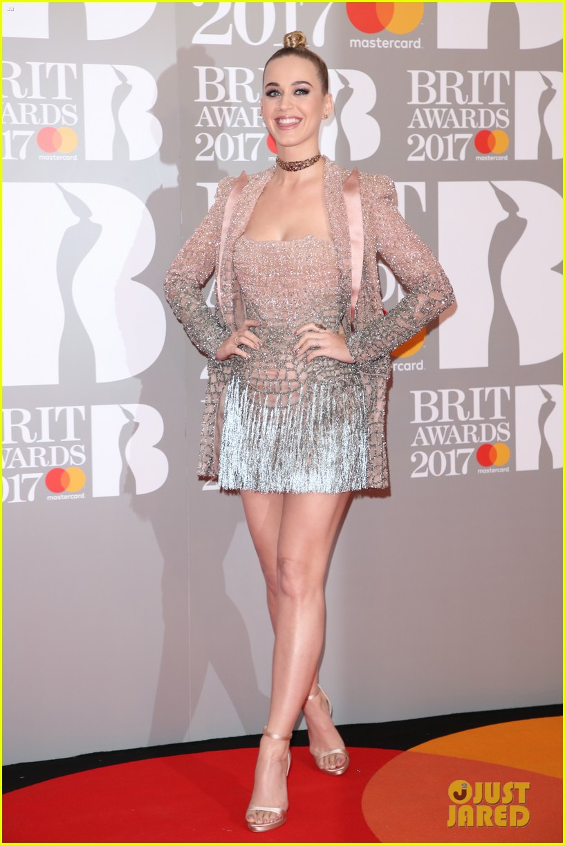 katy perry brit awards 2017 red carpet 033863921