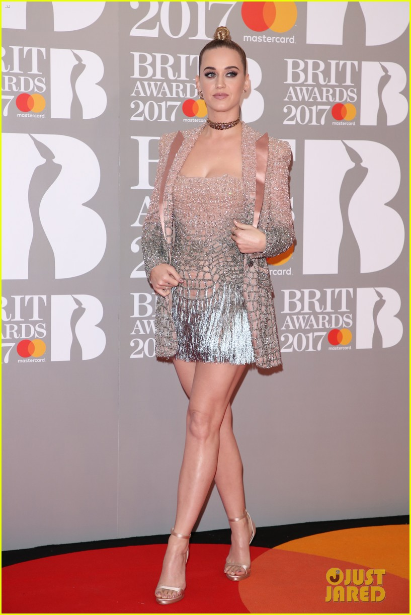 katy perry brit awards 2017 red carpet 053863923