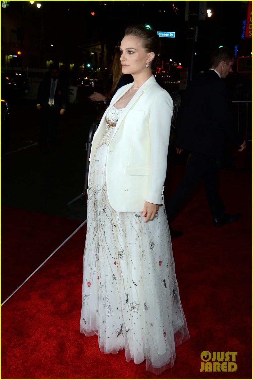 natalie portman awards season pregnancy style 013865615