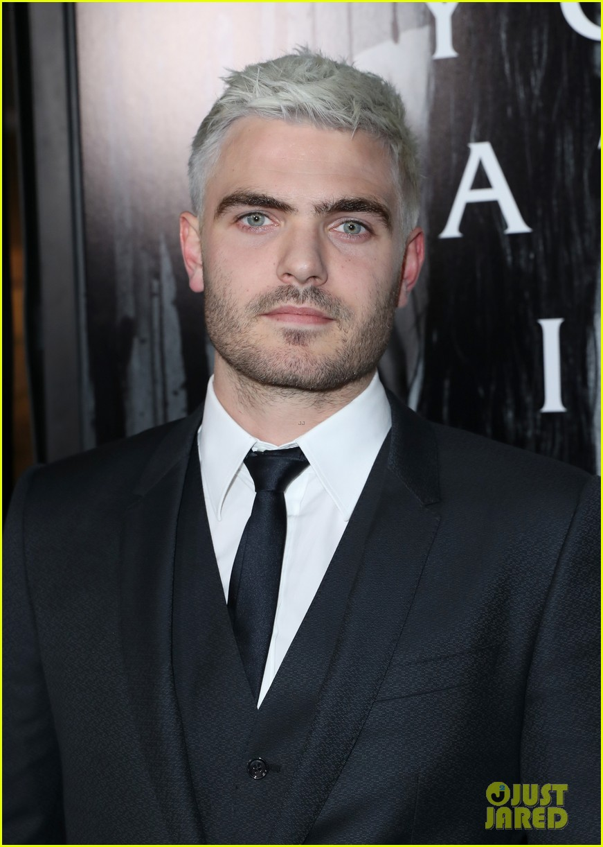 alex roe debuts new silver hair at rings premiere 023852441