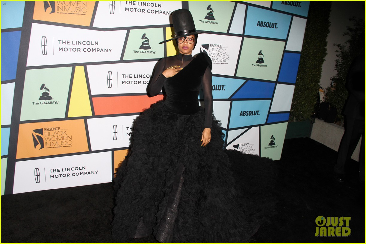 solange knowles honors erykah badu at essence black women in music bash 043856616