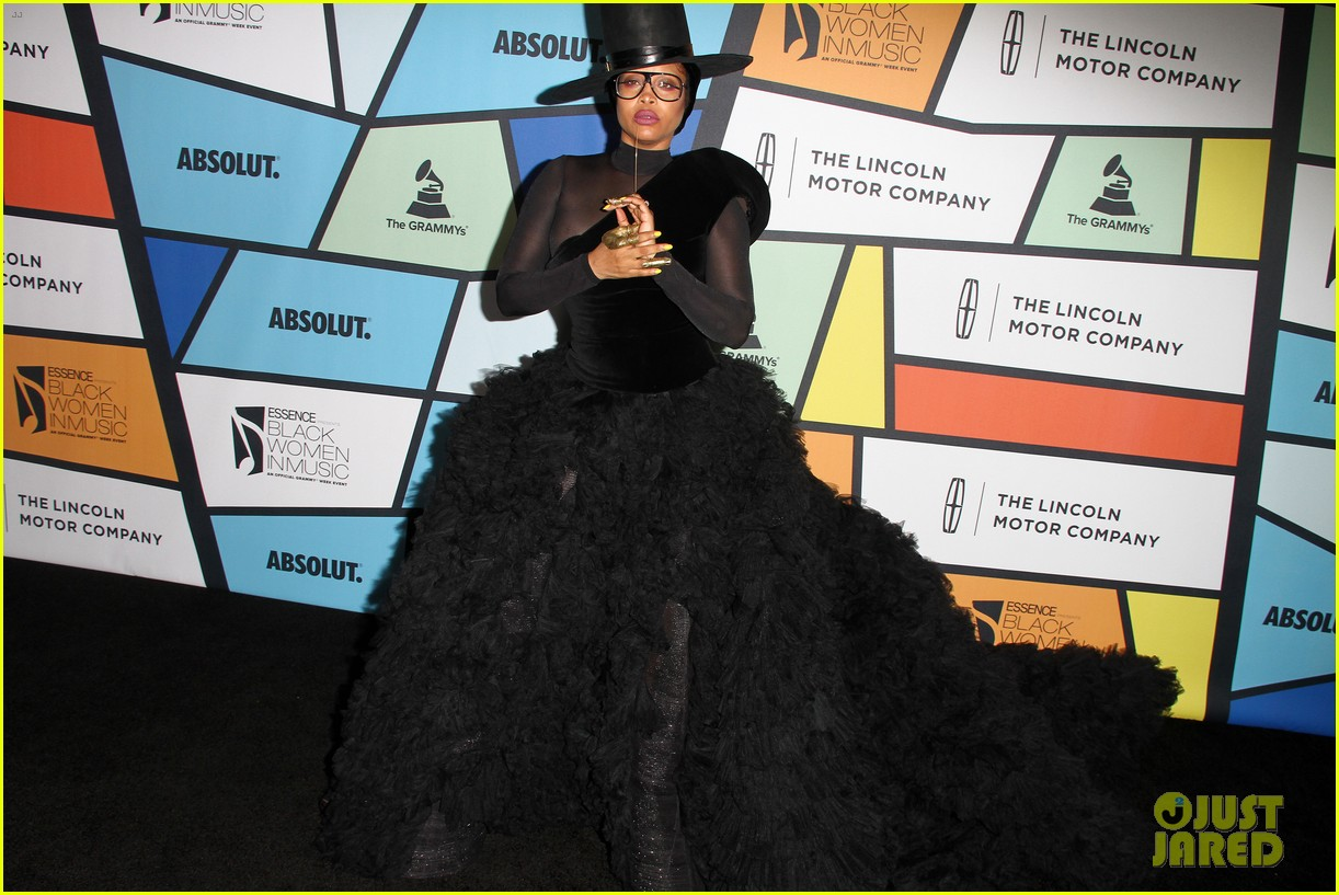 solange knowles honors erykah badu at essence black women in music bash 403856652