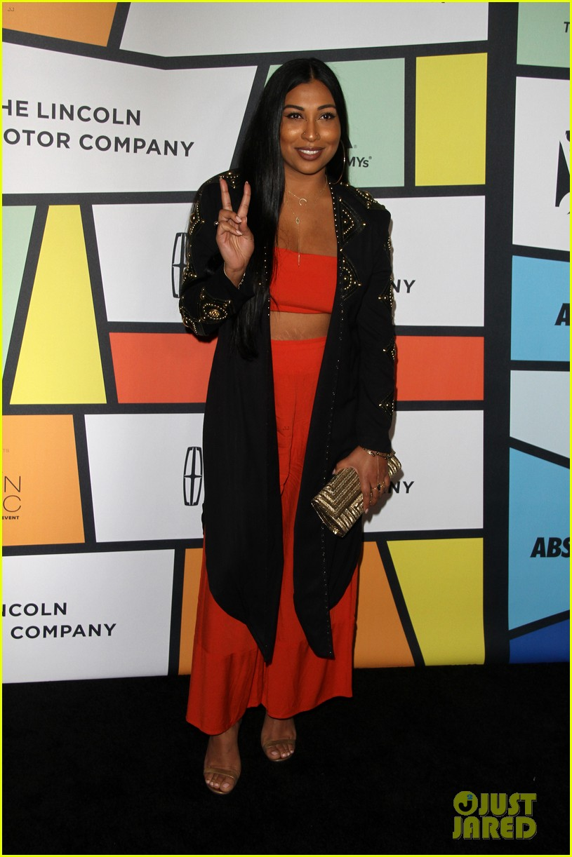 solange knowles honors erykah badu at essence black women in music bash 453856657
