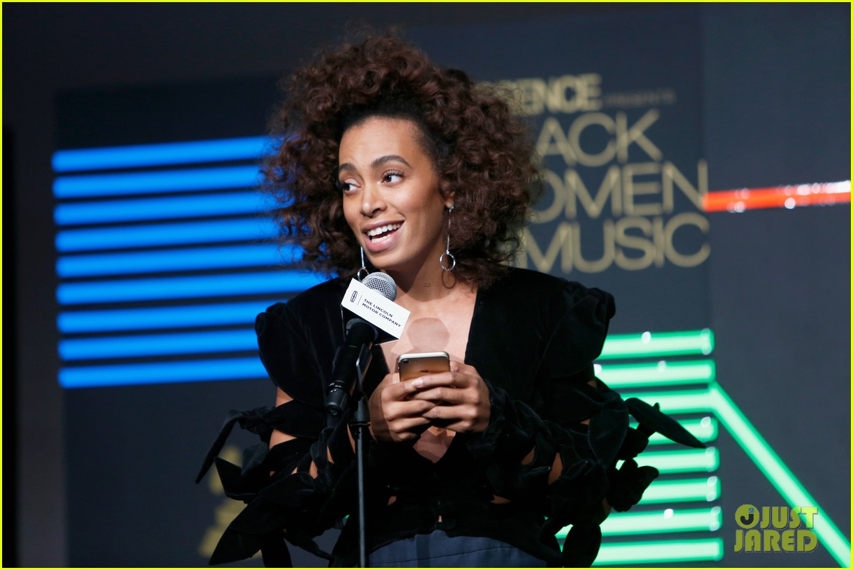 solange knowles honors erykah badu at essence black women in music bash 533856665