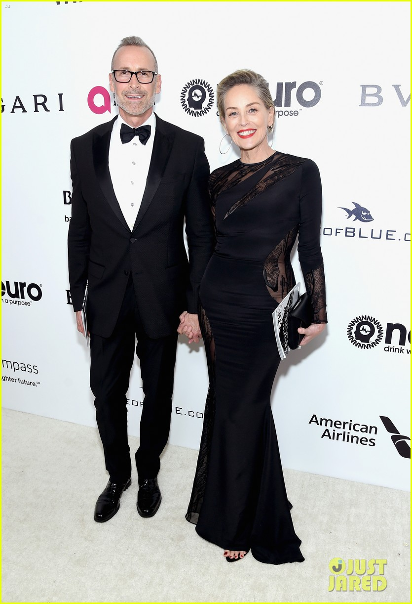 sharon stone tony goldwyn bellamy young live it up at elton johns oscars party 013867686
