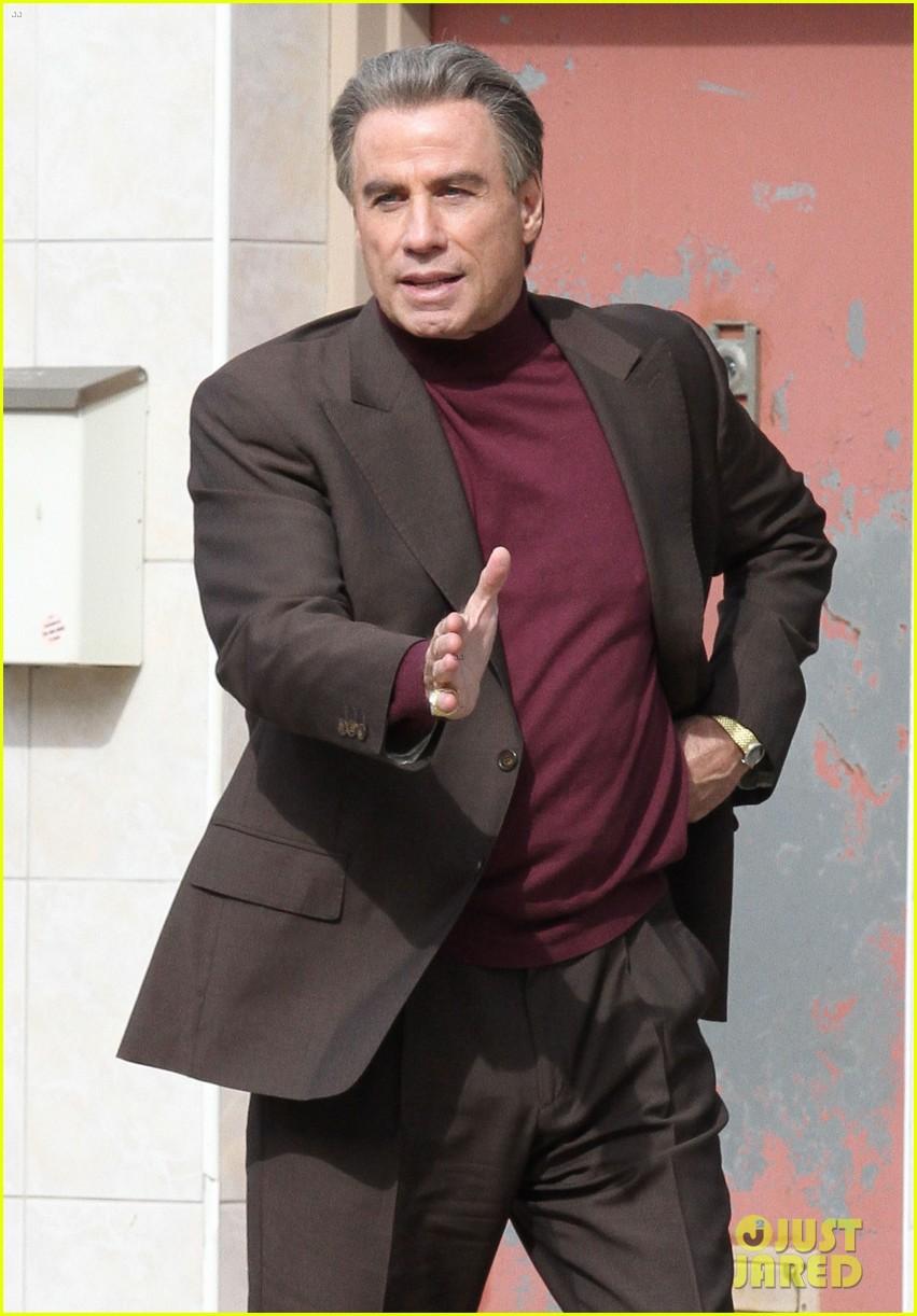 john travolta gets into character filming john gotti 013863545