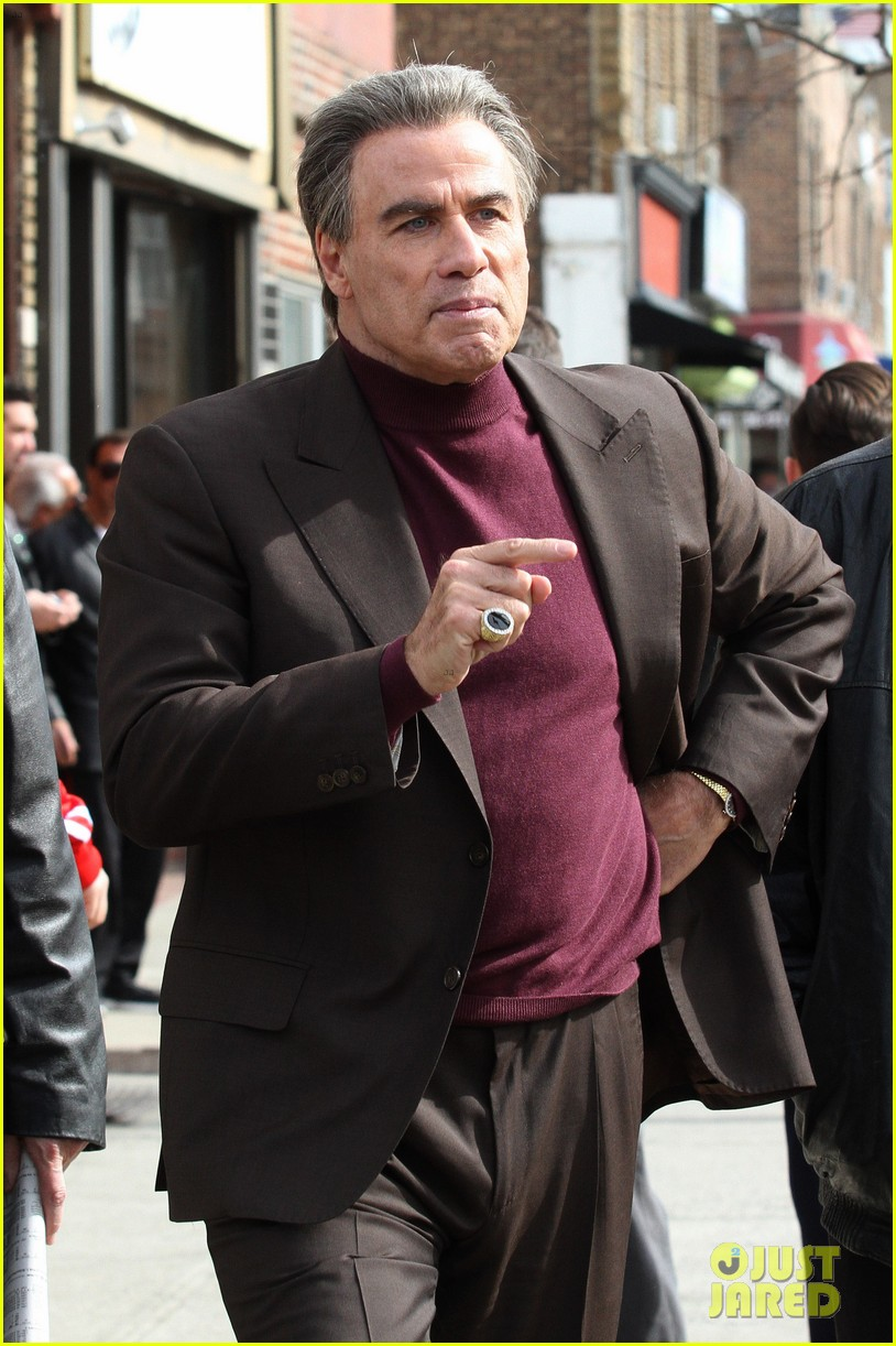 john travolta gets into character filming john gotti 043863548