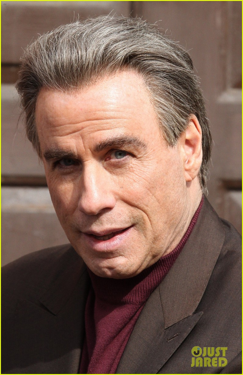 john travolta gets into character filming john gotti 073863551