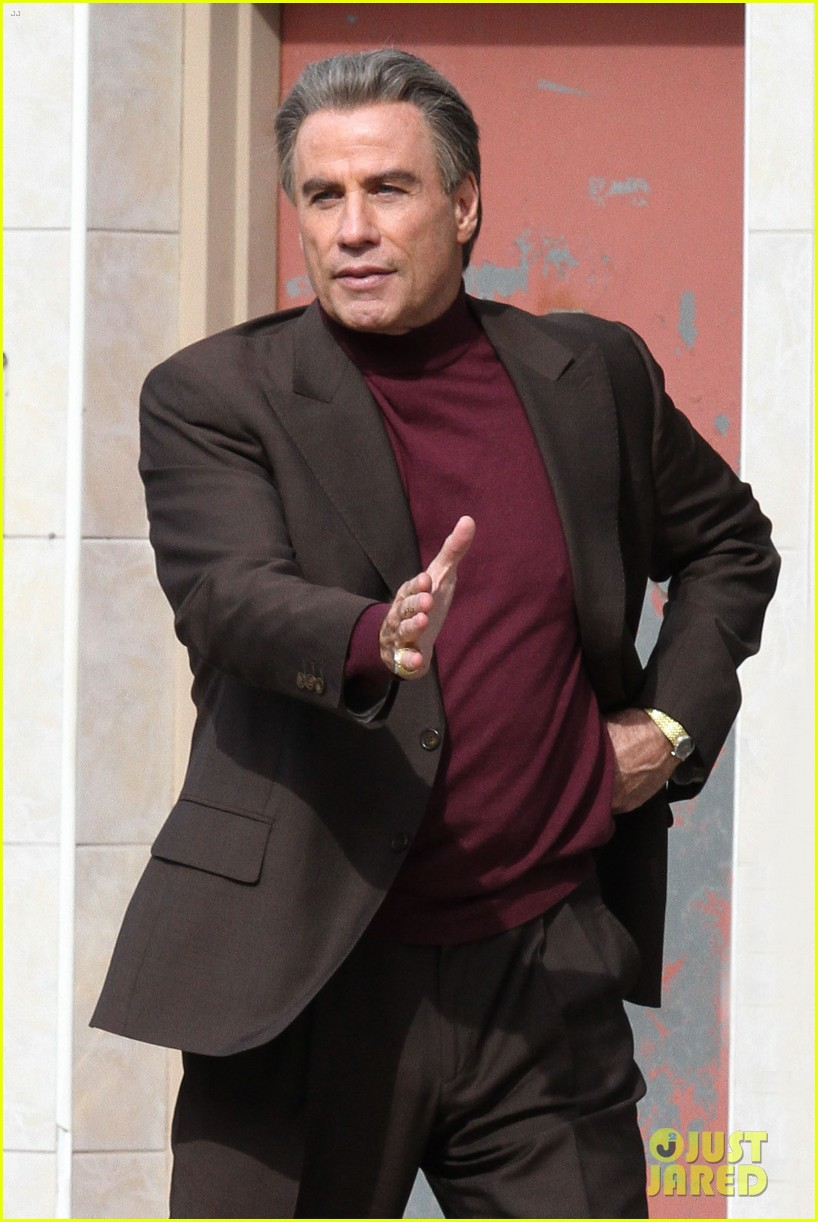 john travolta gets into character filming john gotti 083863552