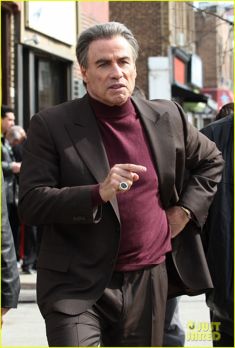 john travolta gets into character filming john gotti 123863556