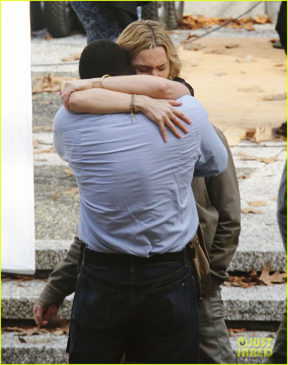 kate winslet idris elba kiss on set 243863344