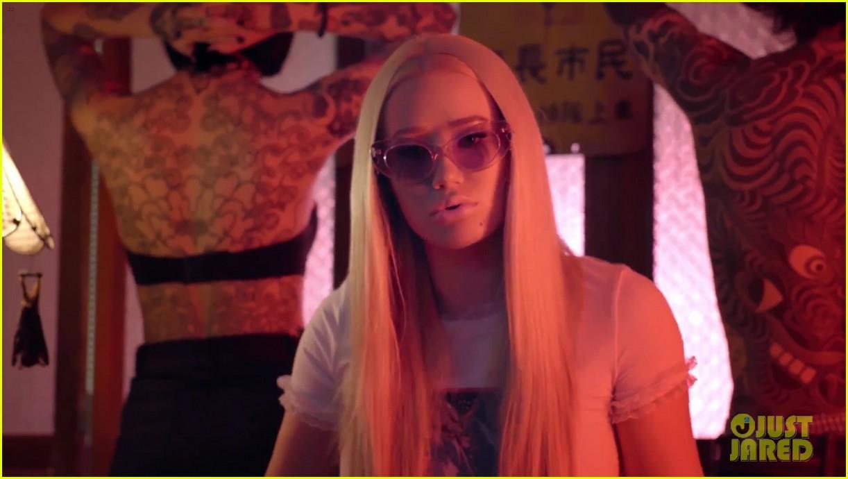 iggy azalea debuts steamy mo bounce music video 023877997