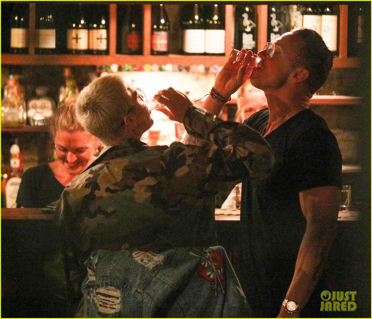 justin bieber goes shirtless in an australian bar 033876993
