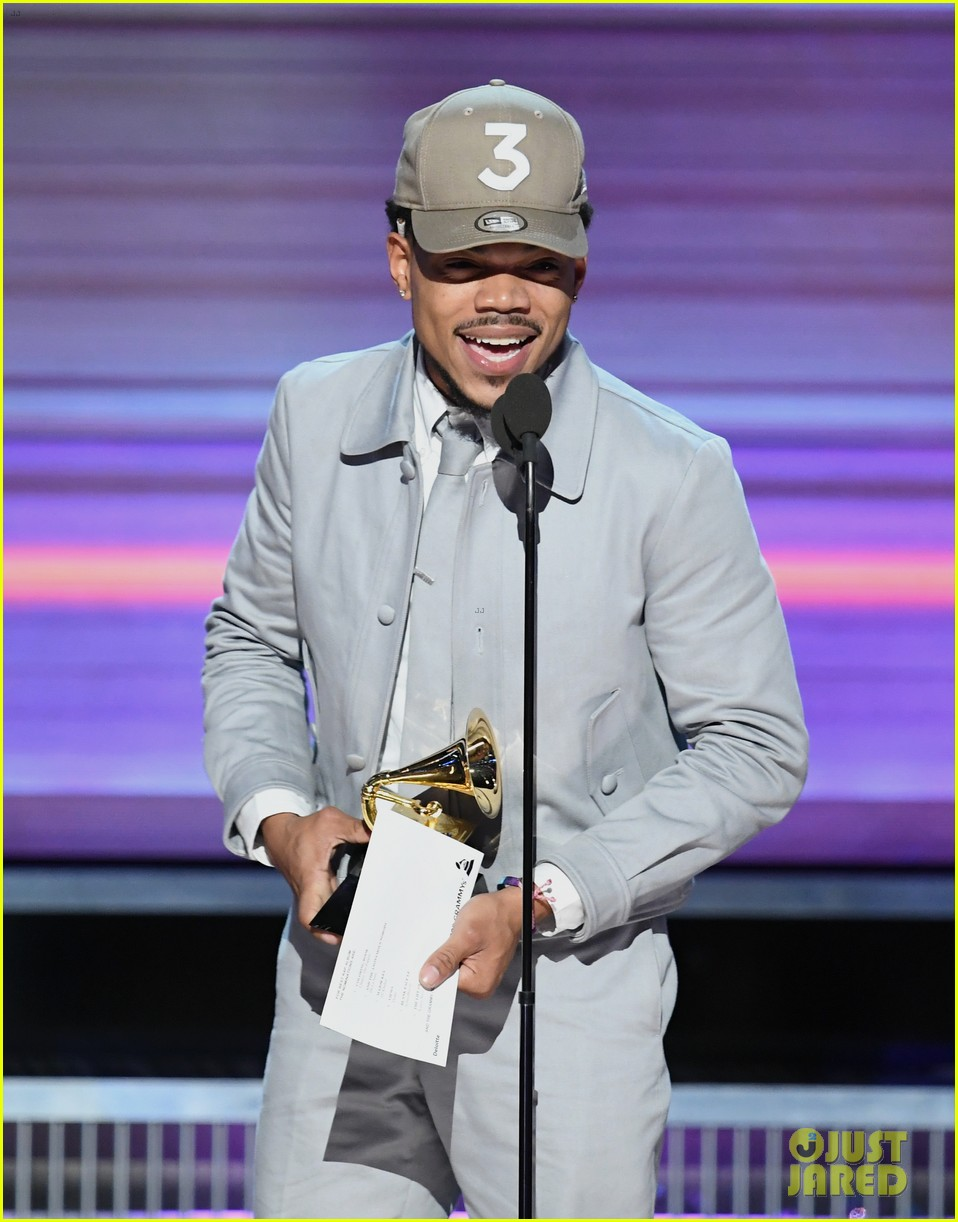 chance the rapper donates one million dollars 013870598