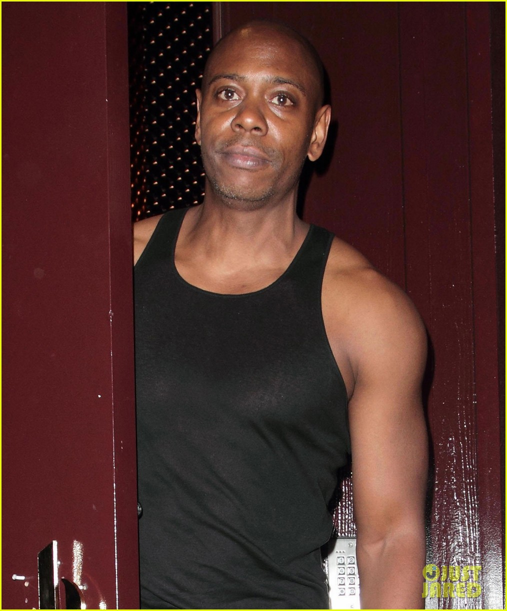 dave chappelle muscles celebrates netflix special 023877035