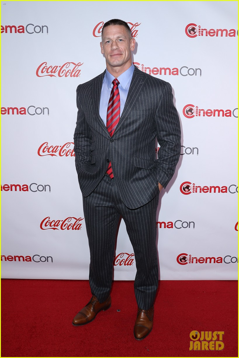 charlie sofia honored at the cinemacon awards 023880350