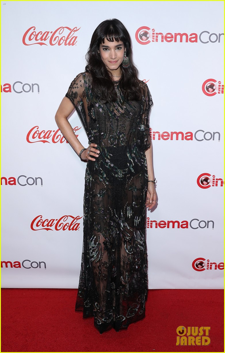 charlie sofia honored at the cinemacon awards 043880352