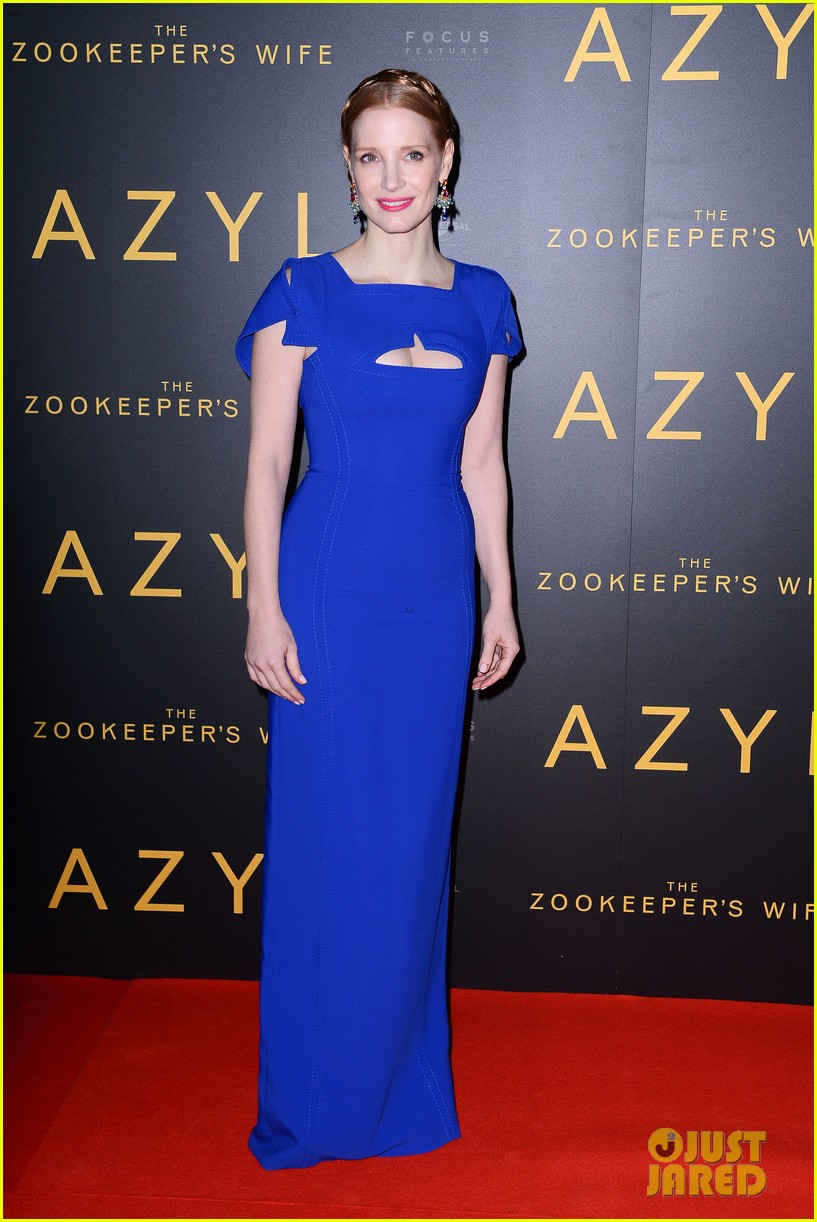 jessica chastain visits zoo in warsaw zookeepers wife tour 013871137