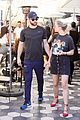 chace crawford rebecca rittenhouse grab a casual lunch 09