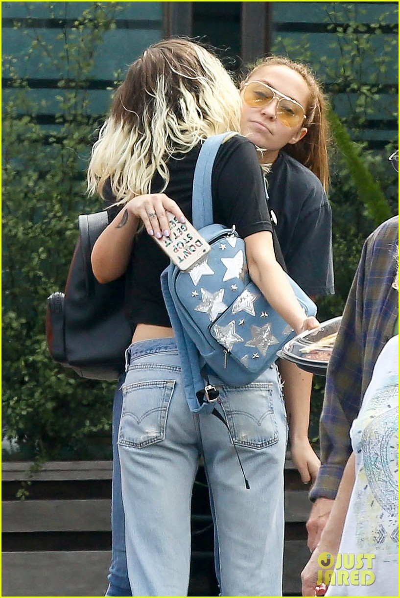 miley cyrus grabs lunch with mom tish and sis brandy after wedding rumors 043876172