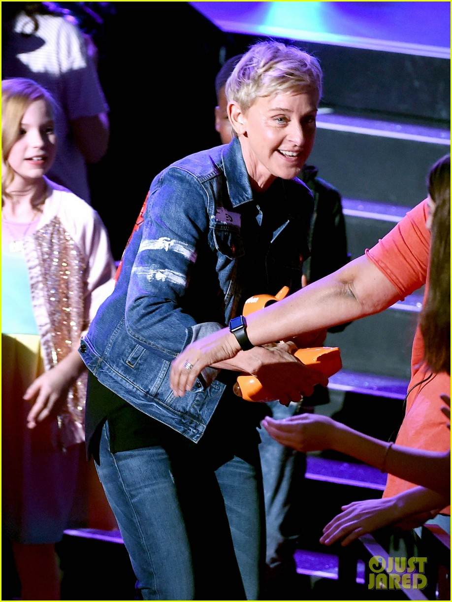 ellen degeneres wins three awards at kcas 2017 crowd recites oath to be in her squad 023872798