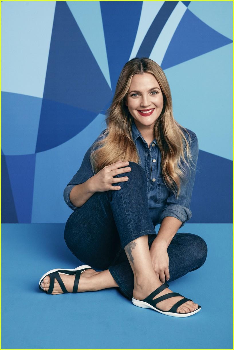 obuwie Nowy Jork produkty wysokiej jakości Drew Barrymore & John Cena Star in Crocs' 'Come As You Are ...