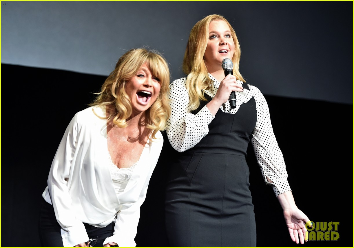 amy goldie share new clip of snatched at cinemacon 013880273