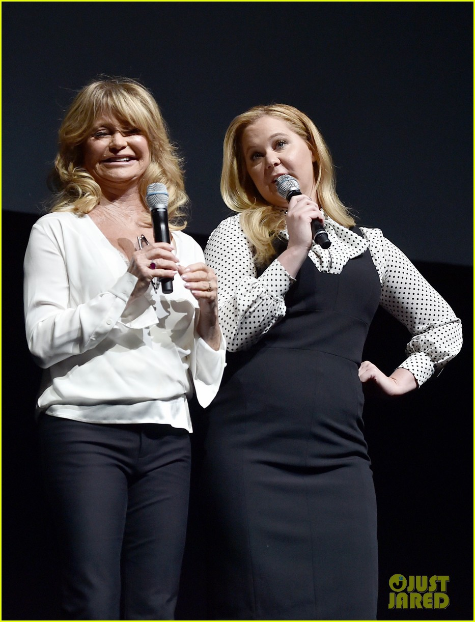 amy goldie share new clip of snatched at cinemacon 053880277