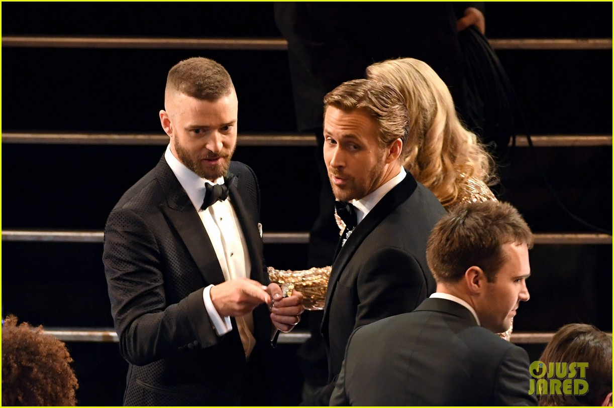 ryan gosling and justin timberlake had a mickey mouse club reunion at oscars 2017 073869680