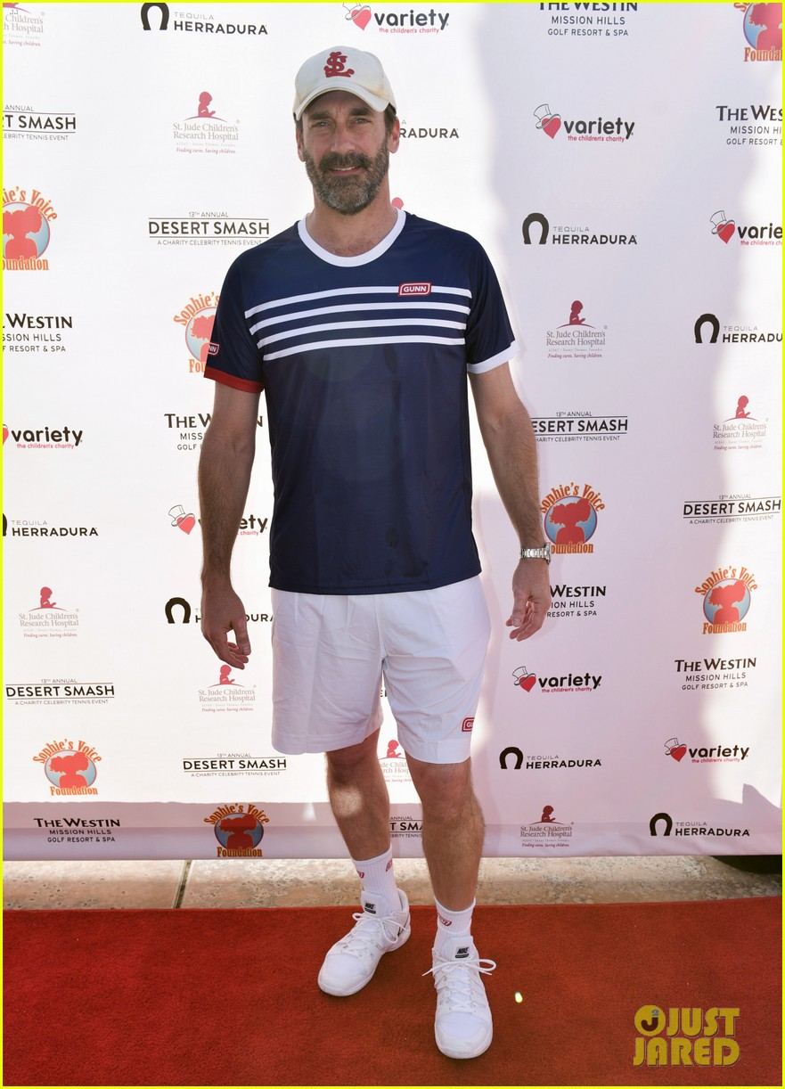jon hamm helps raise over 100k at desert smash charity tennis 033871361
