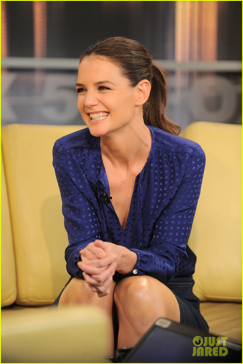 katie holmes has the biggest smile on her face 013879453