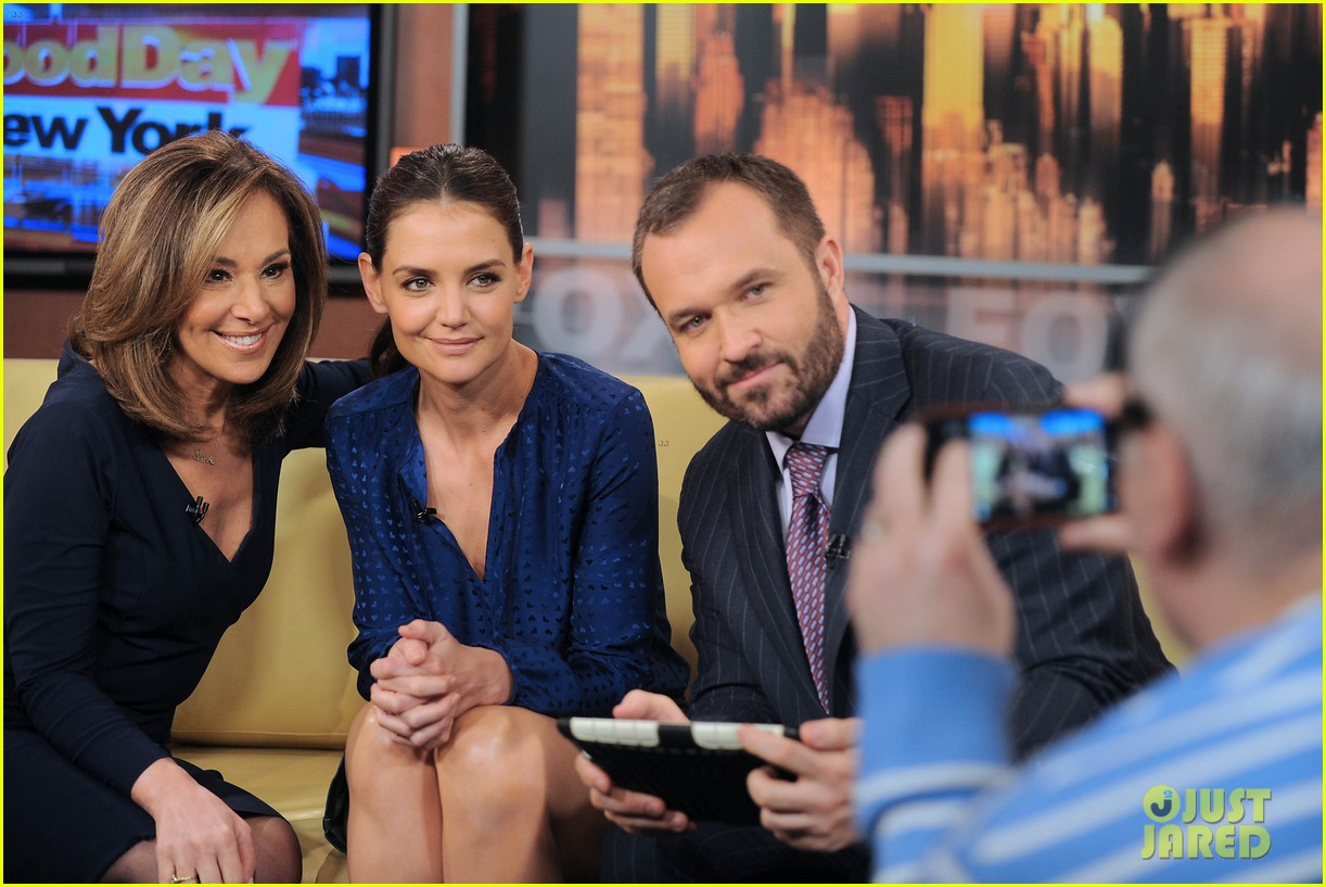 katie holmes has the biggest smile on her face 023879454