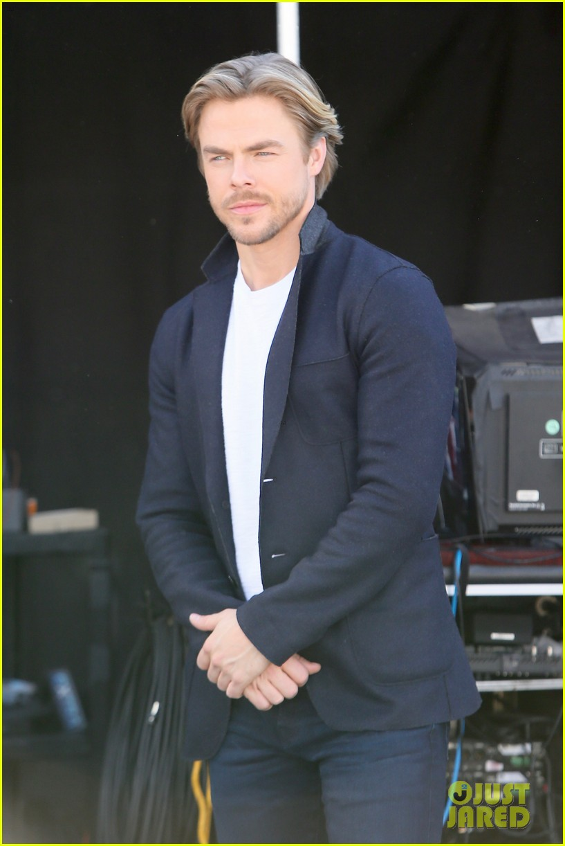 julianne derek hough extra show 023871684