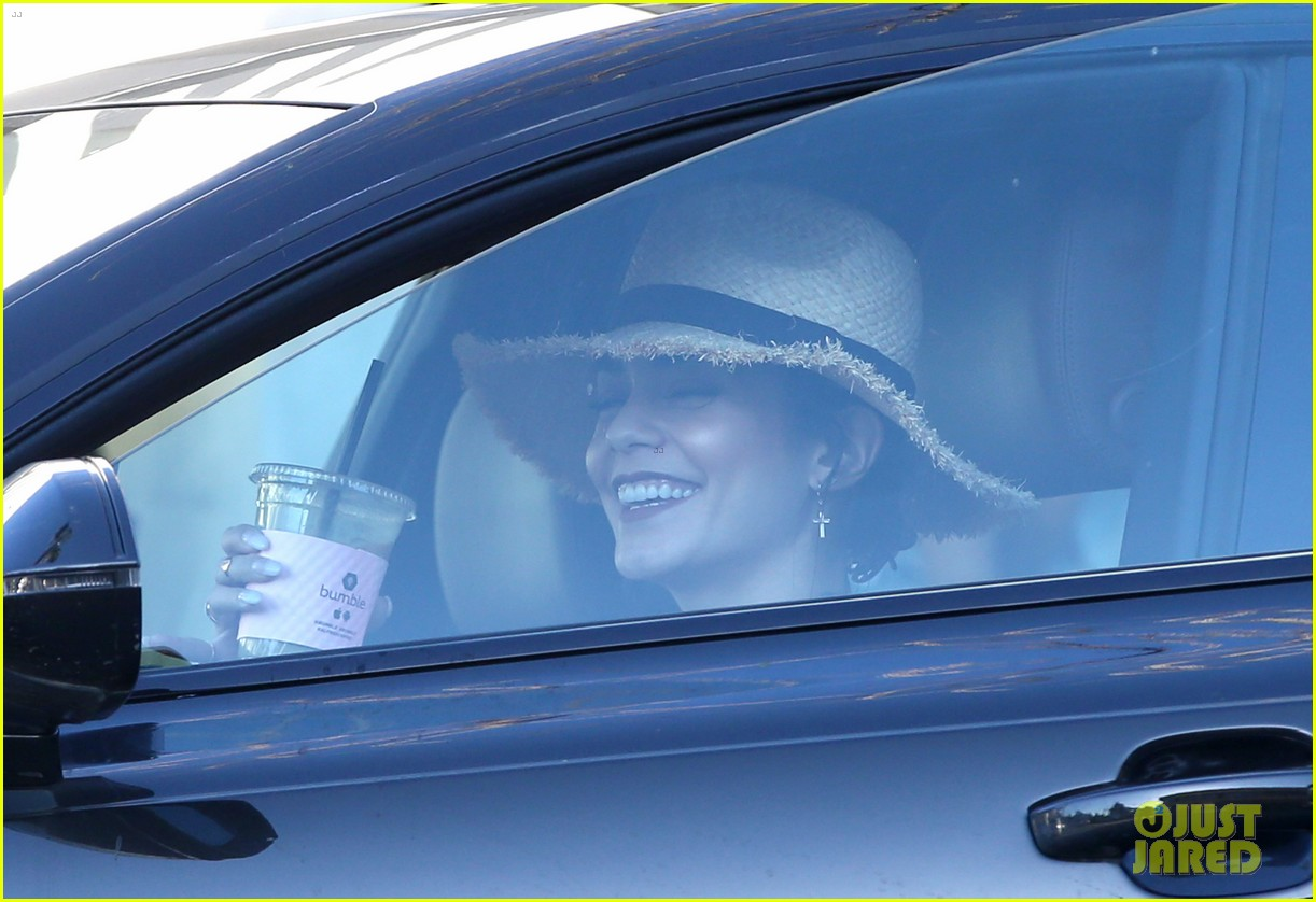 vanessa hudgens tries out long blonde hair see the pic 033869201