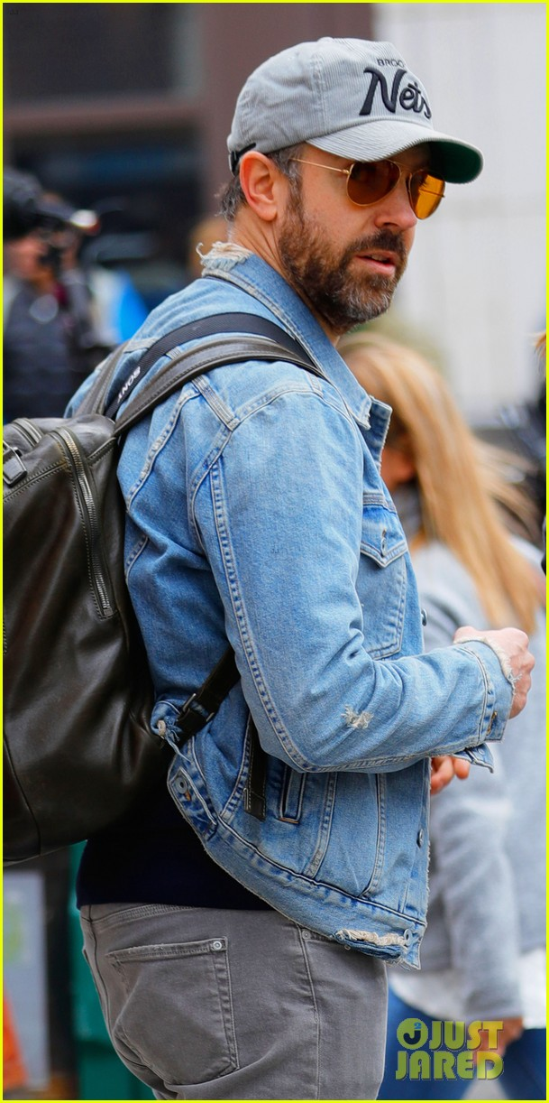 jason sudeikis visits olivia wilde on set 043878516
