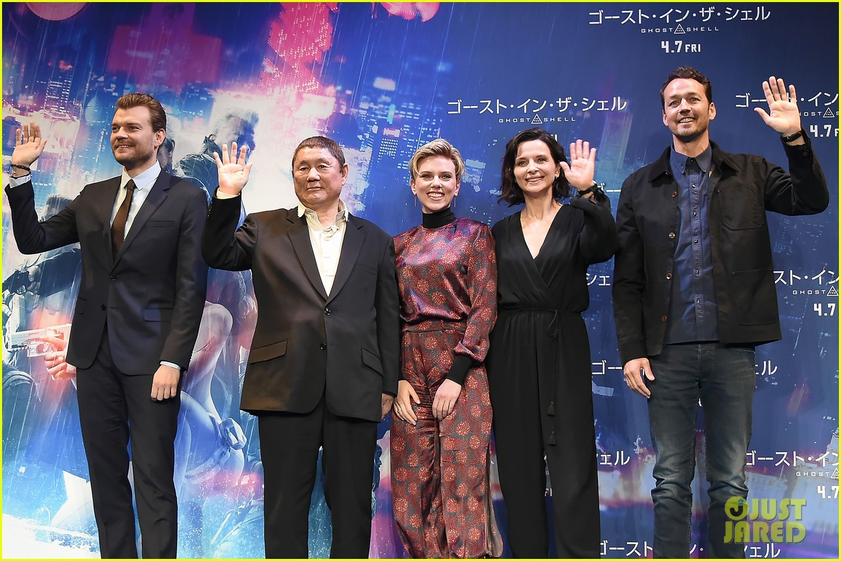 scarlett johansson kicks off ghost in the shell press tour in tokyo 053874808