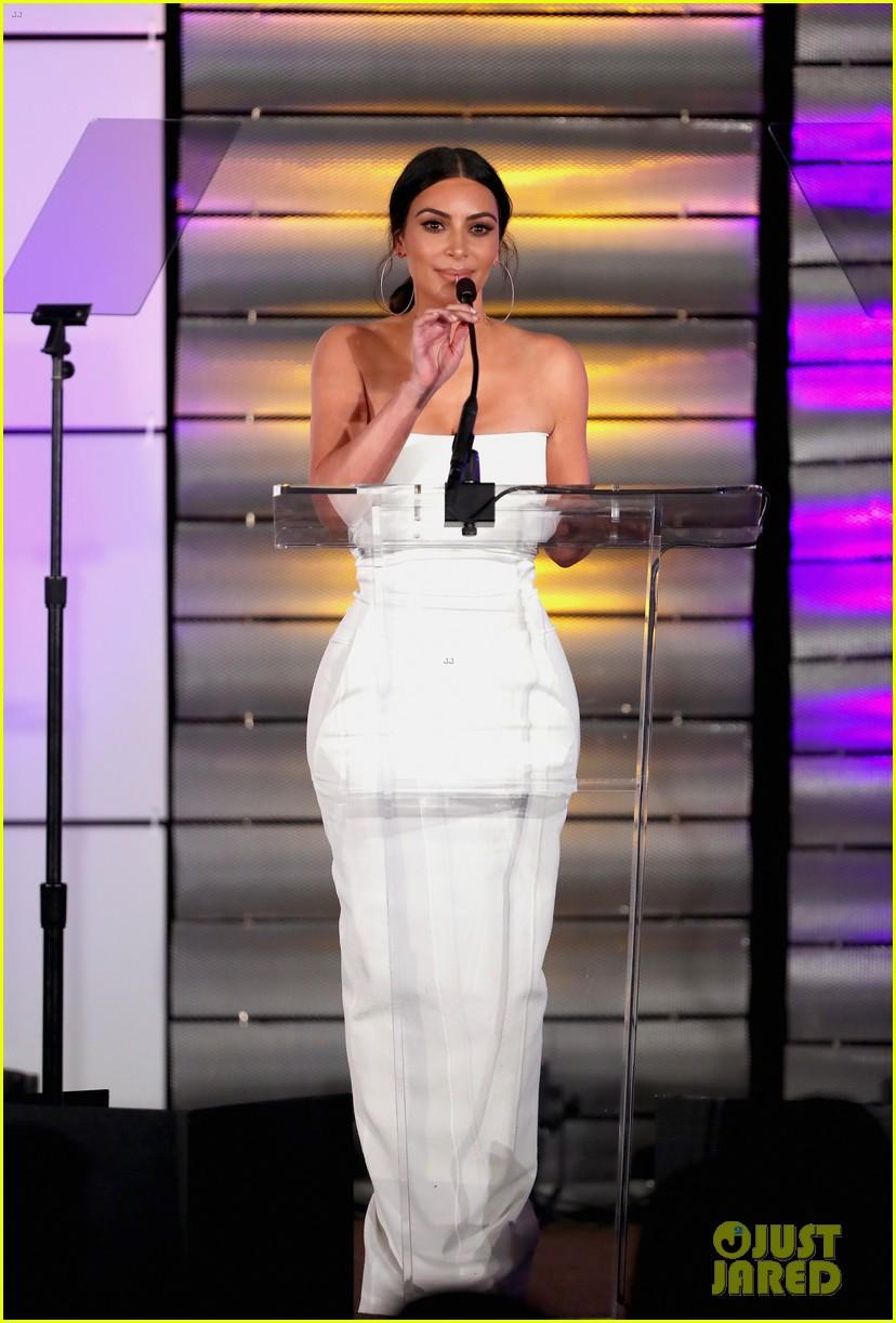 kim kardashian wears lip ring to impact awards 013872818