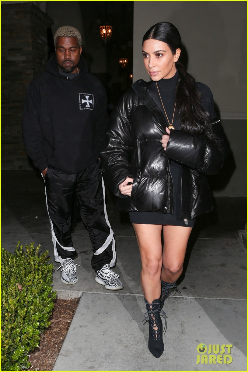 kardashian family heads out for movie night 013873599