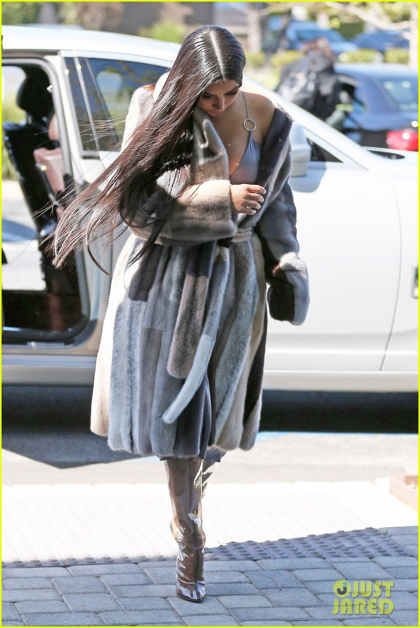 kim k shares bts pic while filming oceans eight with kendall 023871557