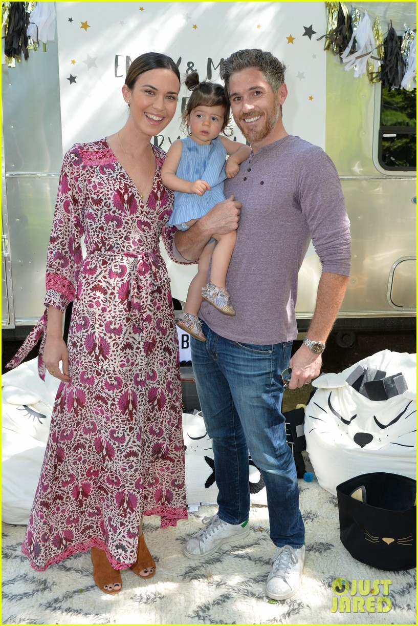 Jaime King Amp Odette Annable Make It A Family Affair At
