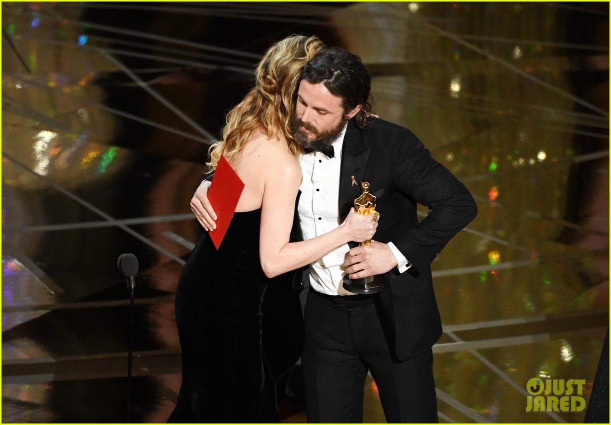 brie larson casey affleck reaction oscars 2017 023871912